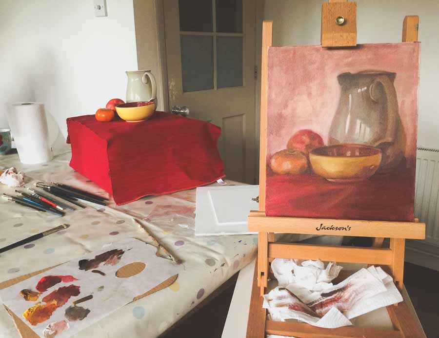 Sophie Ploeg painting still life in the kitchen